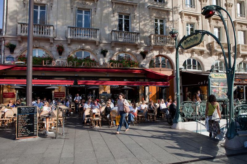 Cafe bei der Notre DAme