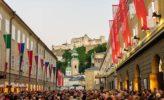 Salzburg: vor dem Festspielhaus