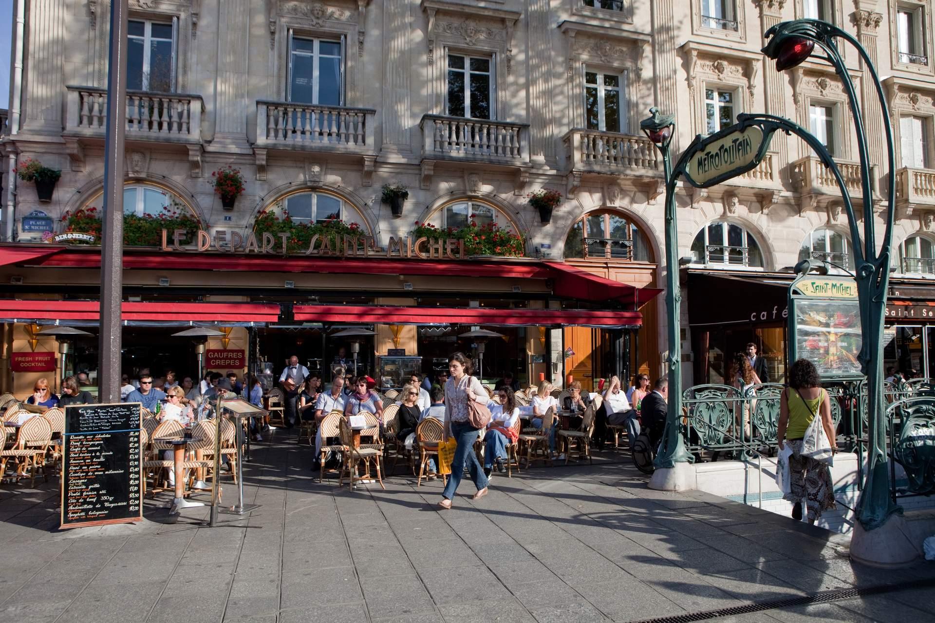 Paris: Cafe bei der Notre Dame