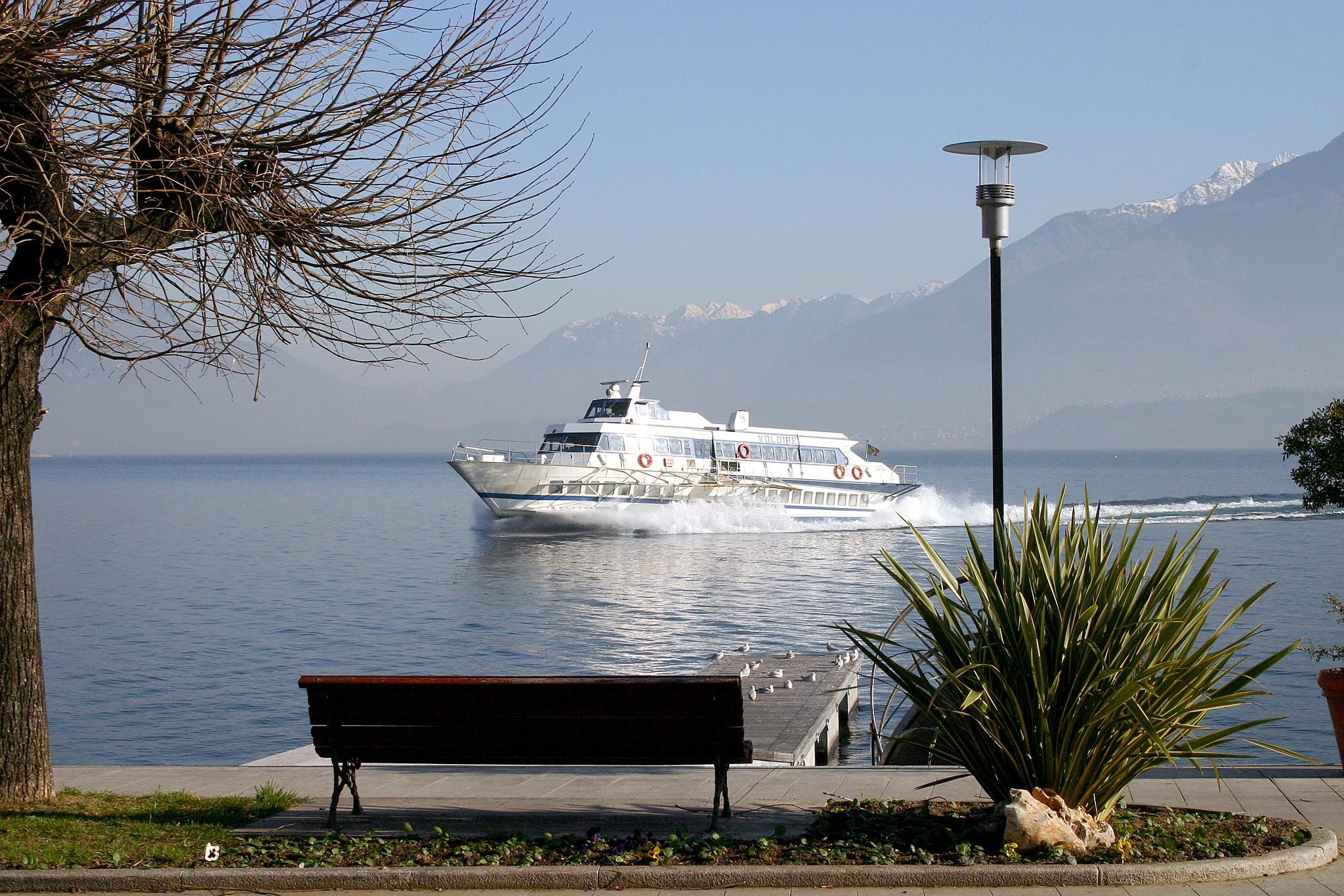 Como: Schifffahrt