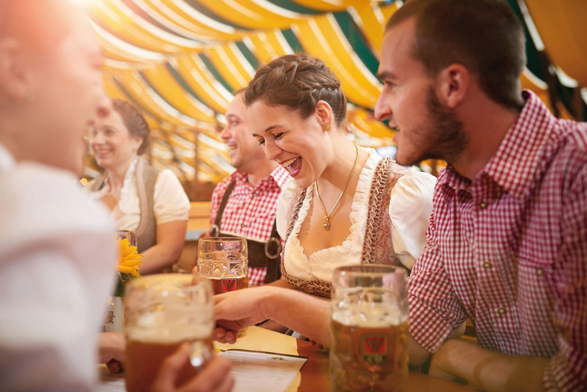 Stuttgart Cannstatter Wasen: © Stuttgart-Marketing GmbH Jean-Claude Winkler